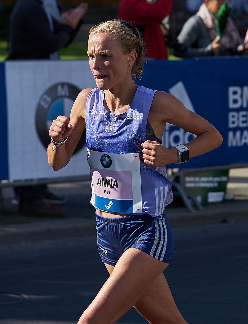 How-To-Run-For-A-Marathon-A Great-Challenge-Woman-In-Marathon-Race