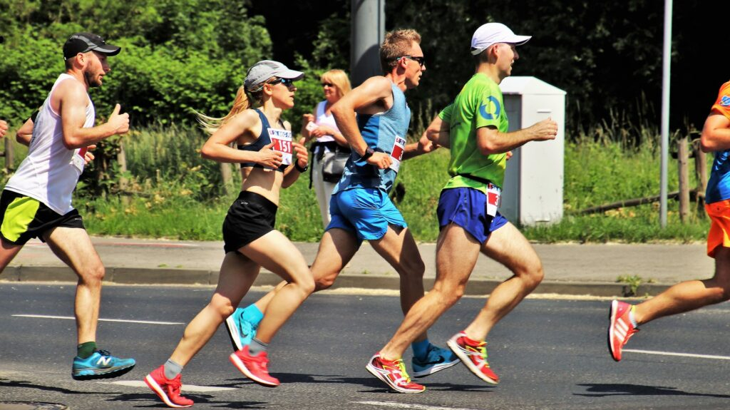 how-to-benefit-from-awesome-marathon-running-gear-runners-in-marathon-race