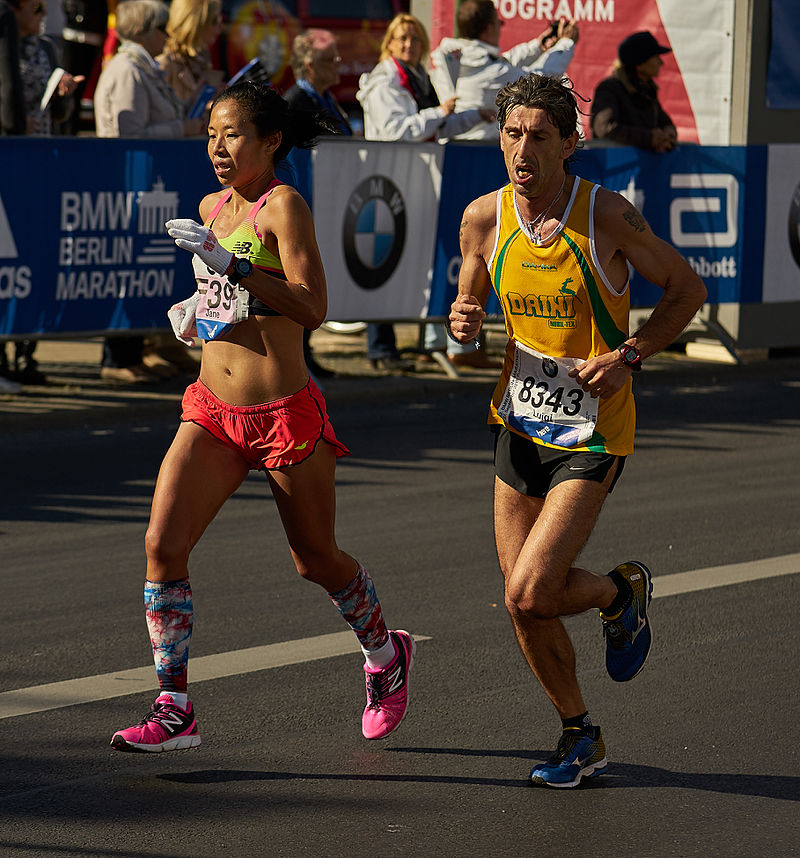 how-to-run-for-women-woman-and-man-run-Berlin-marathon