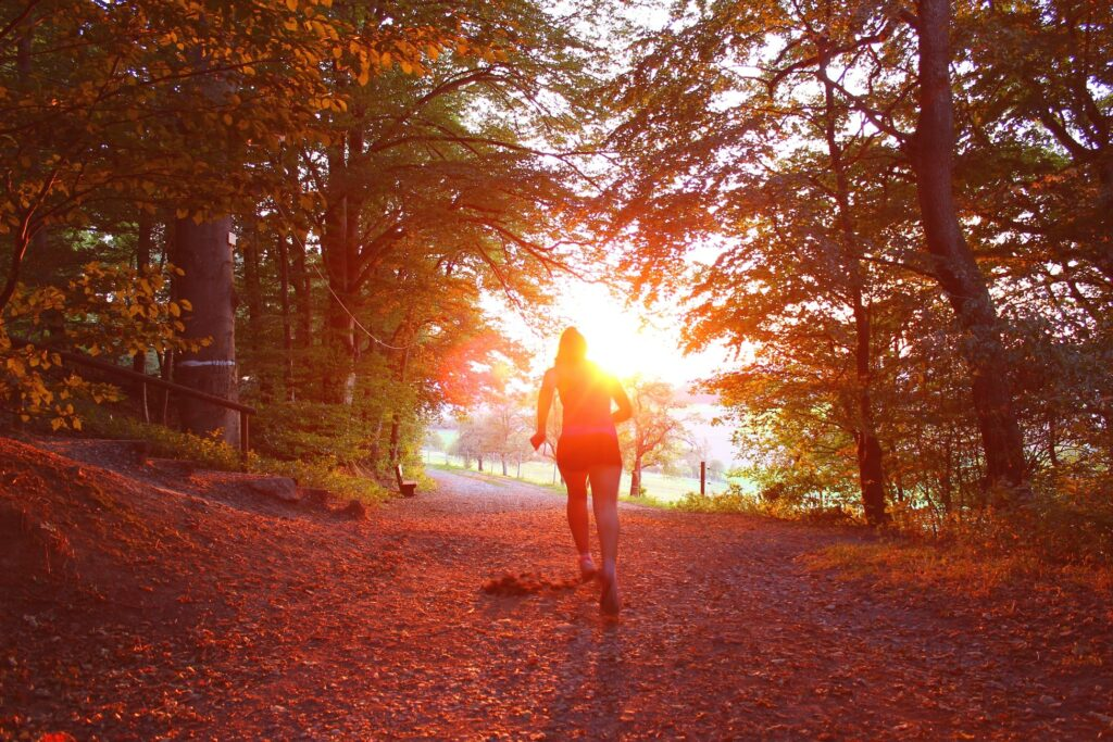 how-to-run-for-women- woman-running-in-the-wood