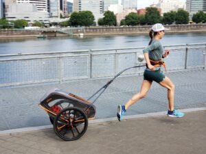 how-to-run-for-women- woman-run-with-Babyjogger-behind