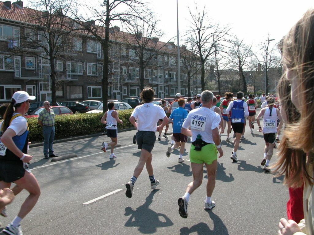 How-To-Run-For-A-Marathon-A Great-Challenge-Marathon-Runners-From-Behind