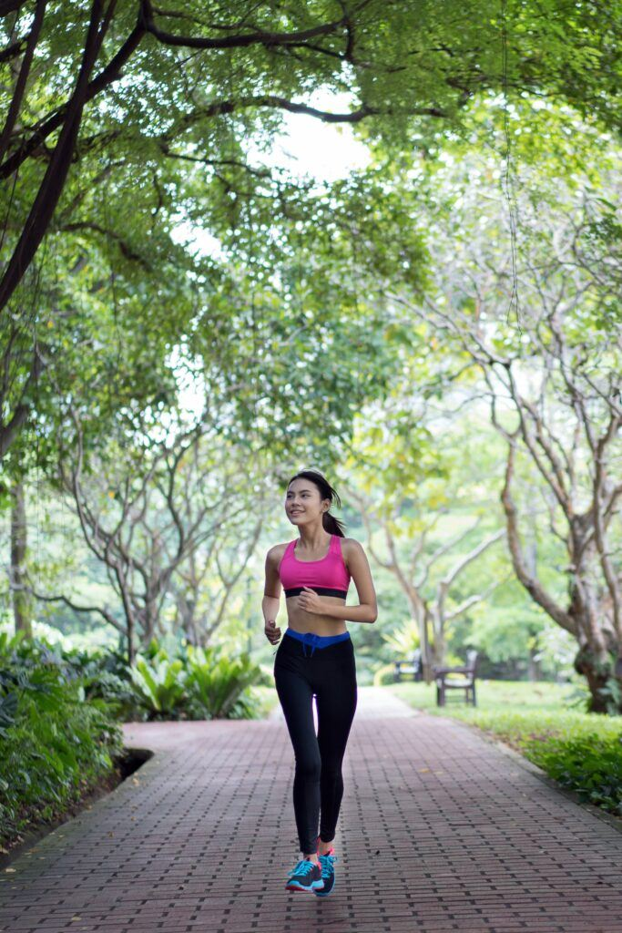 How-to-distinguish-the-runner-type-in-a-marathon-woman-jogging-in-a-park-area