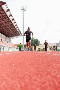 10-Informative-Training-tips - Makes-Breakthrough-In-A-Marathon-man-running-on-a-stadium