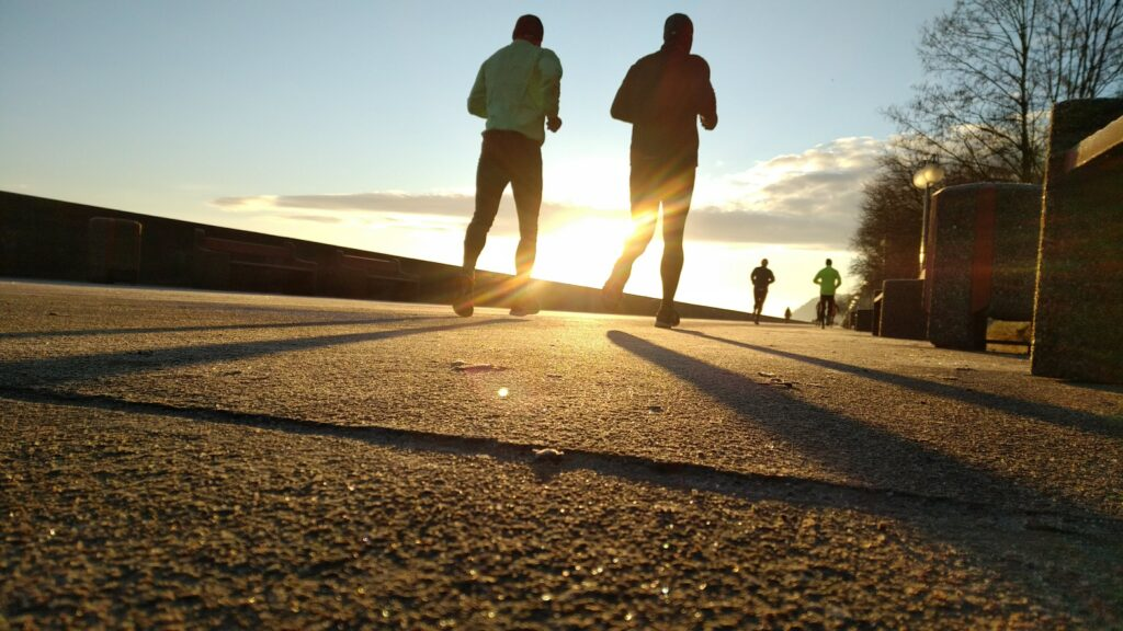 10-Informative-Training-tips - makes-Breakthrough-In-A-Marathon-two-runners-run-against-a-beautiful-sunset