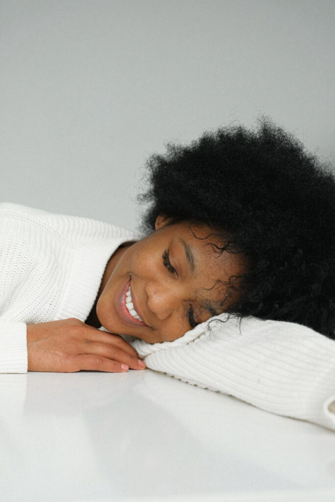 7-best-ways-preparing-a-marathon-race-and-complete-woman-smiling-while-sleeping