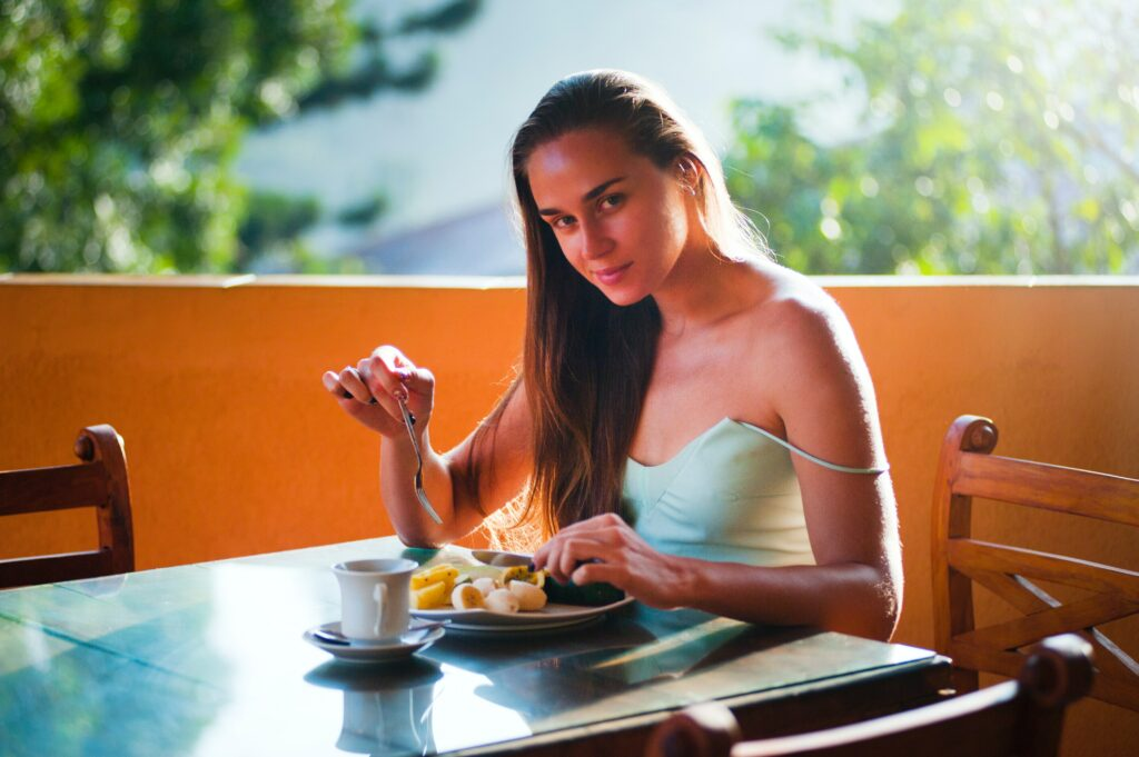 lose-weight-in-running-woman-eating-diet