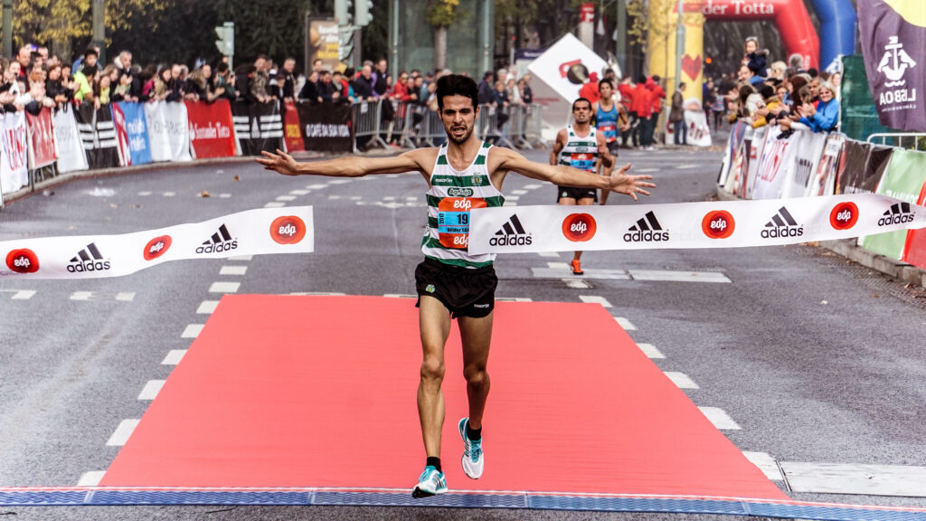 How-to-Train-For a-Marathon - 10-Tips-From-Top-Runners-marathon-winner-crosses-the-finish-line