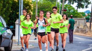 How-To-Exercise-And-Boost-The-Immune-System-Young-group-running-thumbnail