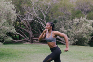 : Wrist-Heart-Rate-Monitor-Your-Fitness-Supporter-Woman-Running
