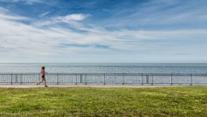 Wrist-Heart-Rate-Monitor-Your-Fitness-Supporter-Woman-running-Along-the-Ocean