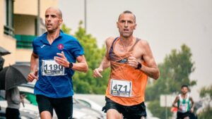 Wrist-Heart-Rate-Monitor-Your-Fitness-Supporter-two-men-running-a-race