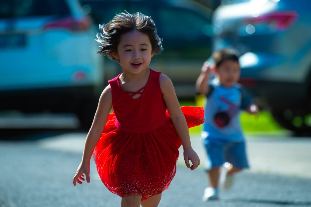 How-To-Experience-Wonderful-Flow-In-Running-Training-Two-Child-Running