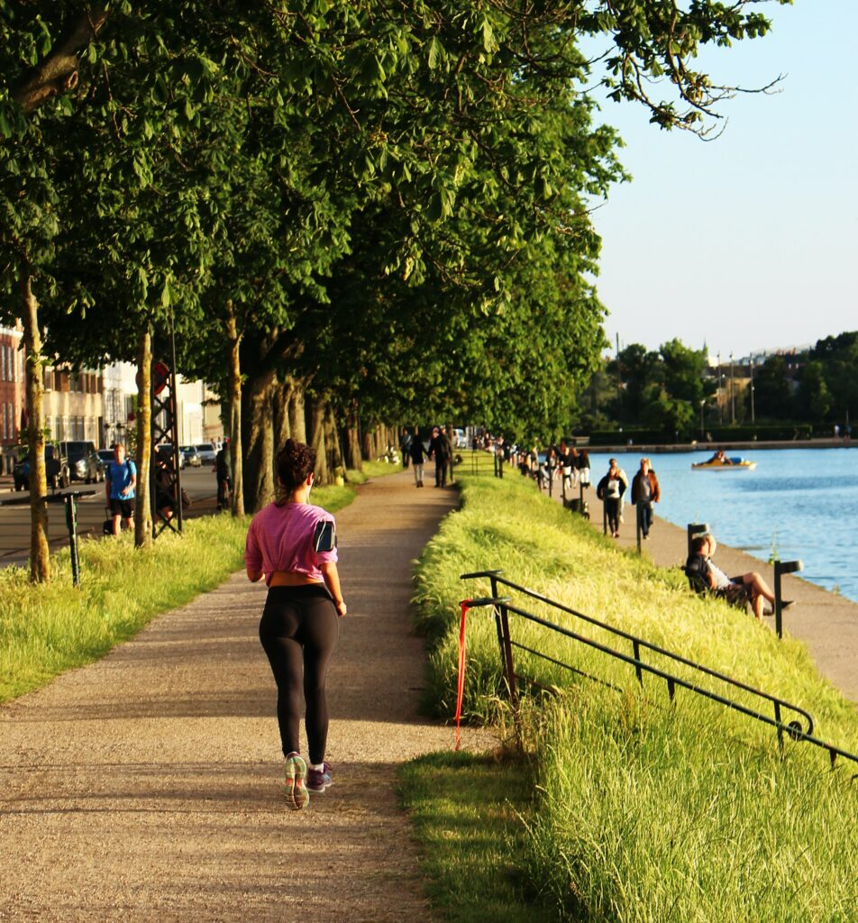 How-to-lose-weight-by-running- female-jogger