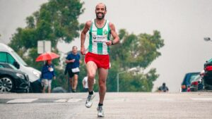 Training-To-Complete-a-Half-Marathon-With-Great-Motivation-Man-running