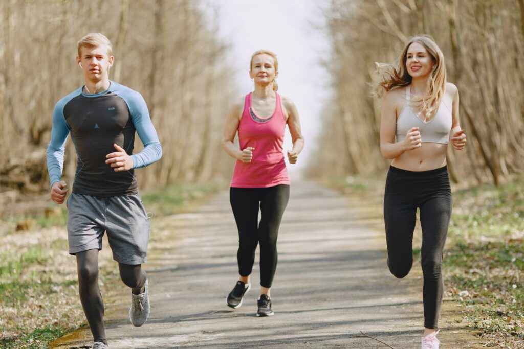 What-is-benefits-of-jogging-three-persons enjoy a jogging