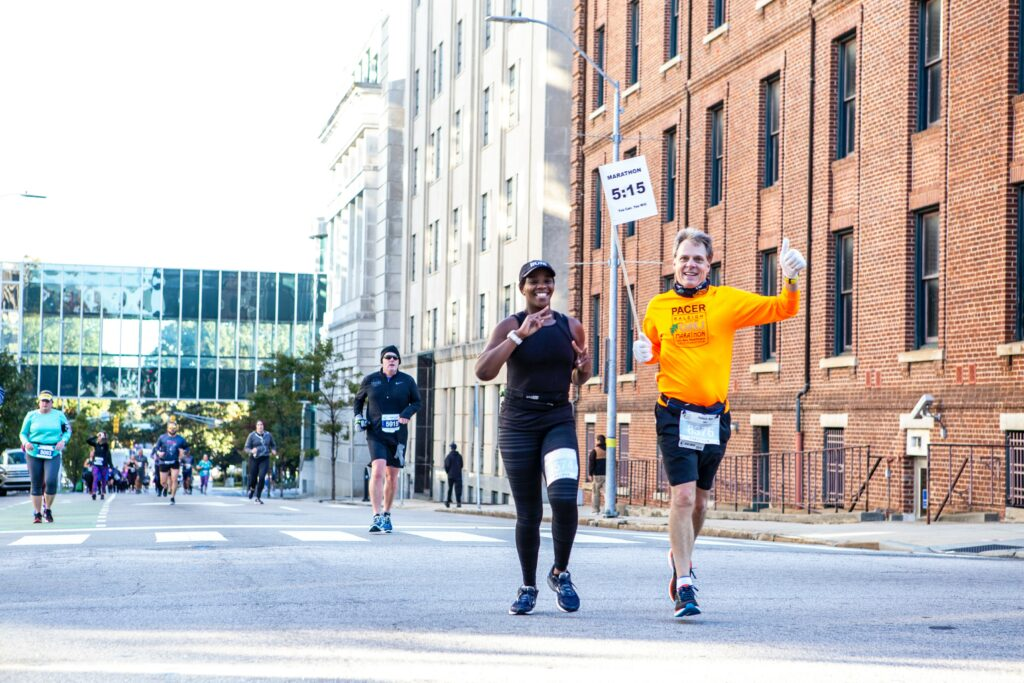 5-successful-methods-by-walking-to-a-better-fitness-running-with-others