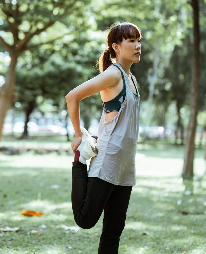 How-to-lose-weight-by-running-–-the-best-way-Woman-warming-up
