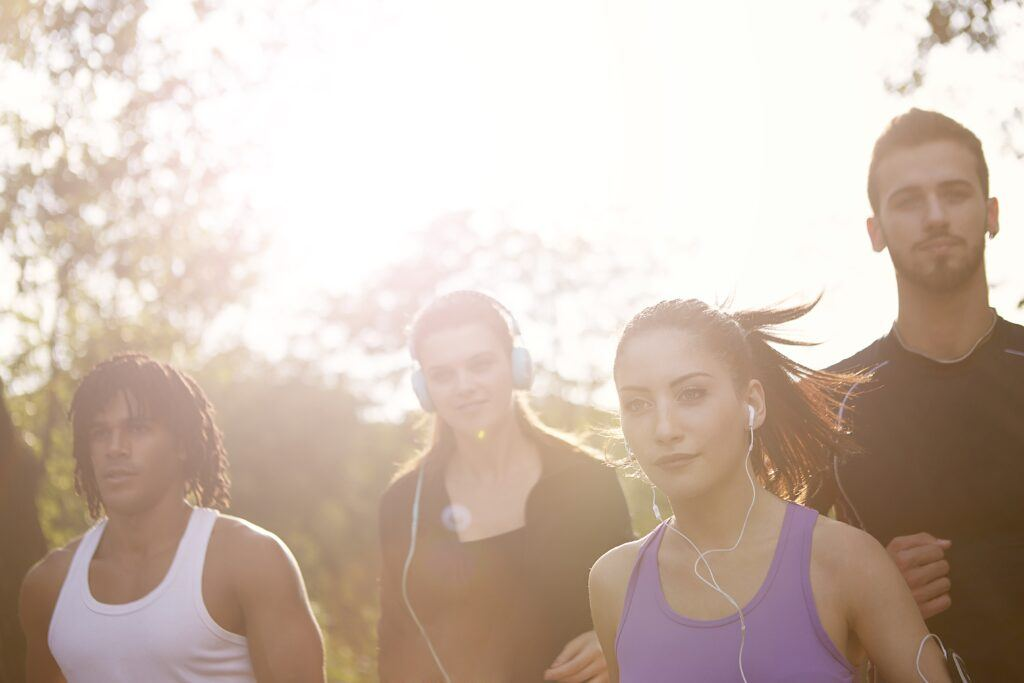 How-to-run-for-better-fitness-group-of-young-runners