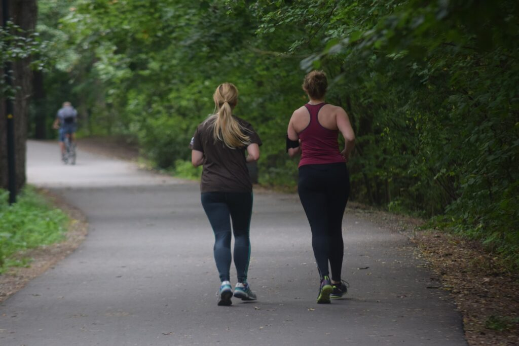 How-to-start-running-two-woman-running