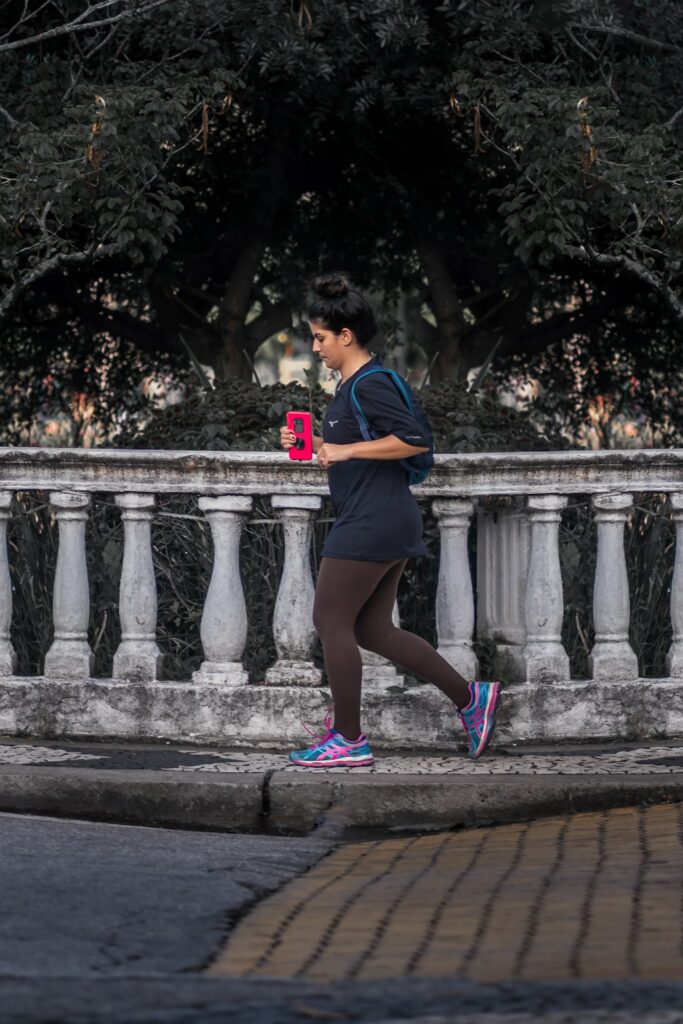How-to-Choose-The-Best-Running-Shoes-For-Women-Heavy-Woman-Jogging