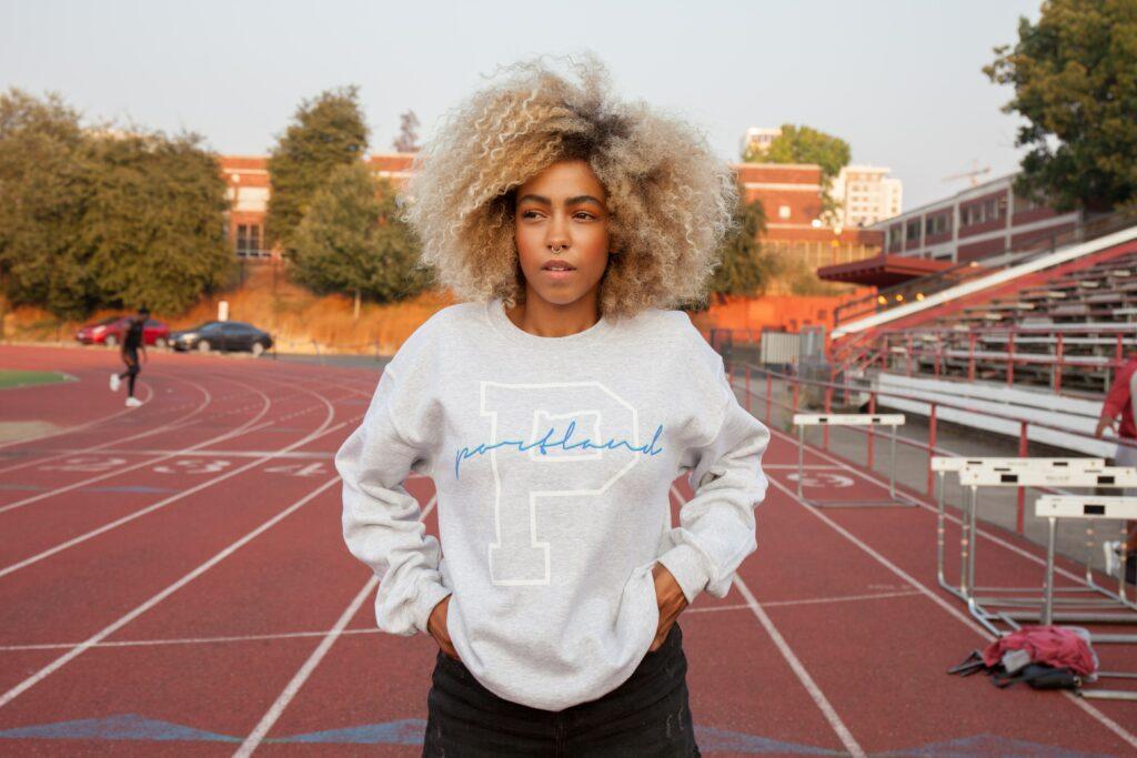 Running-Clothes-Woman-on-stadium