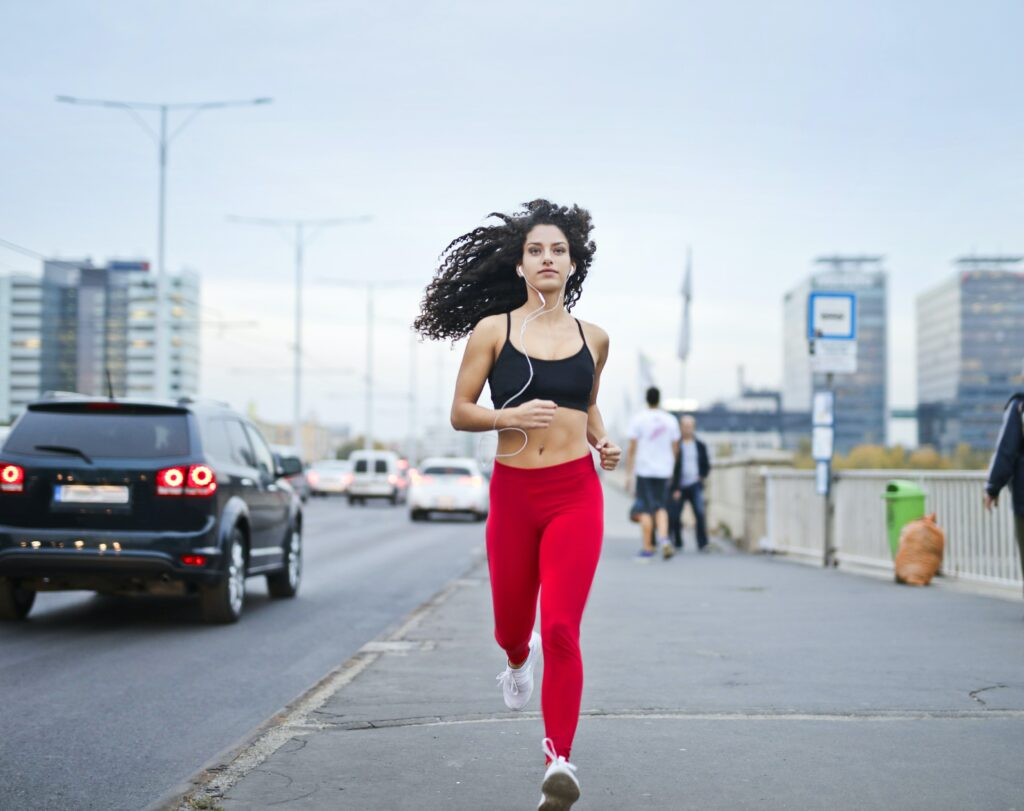 8-best-tips-for-music-to-running-training-young-woman-running-with-wired-earbuds