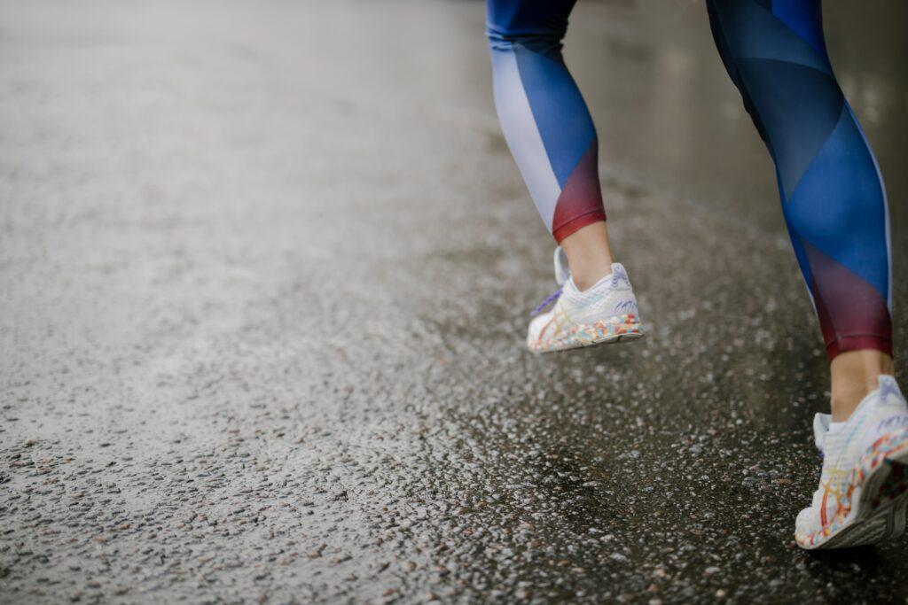 Asics-Glideride-Power-to-Run Forward,-Easier-and-Longer-runner-on-wet-asphalt