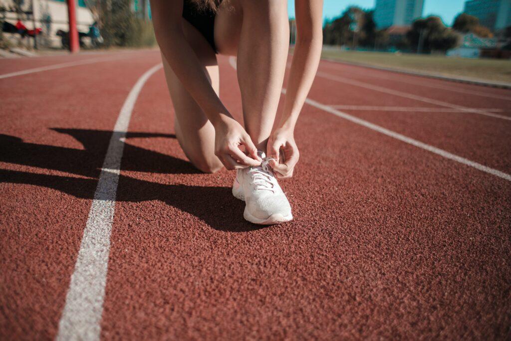 Best-Long-Distance-Running-Shoes-Running-on-a-stadium